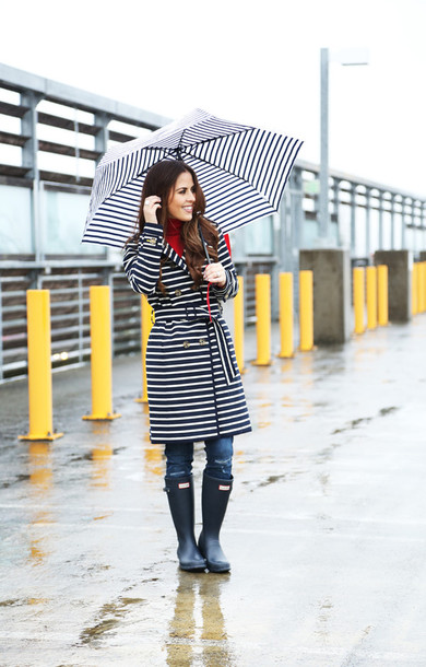 dress corilynn blogger stripes trench coat wellies umbrella