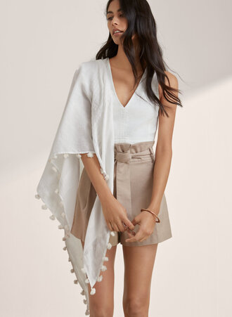 scarf white pom poms summer outfits