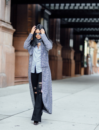 walk in wonderland blogger long cardigan blue shirt ripped jeans