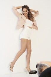 shorts,top,jacket,jessica alba,sandals,shoes