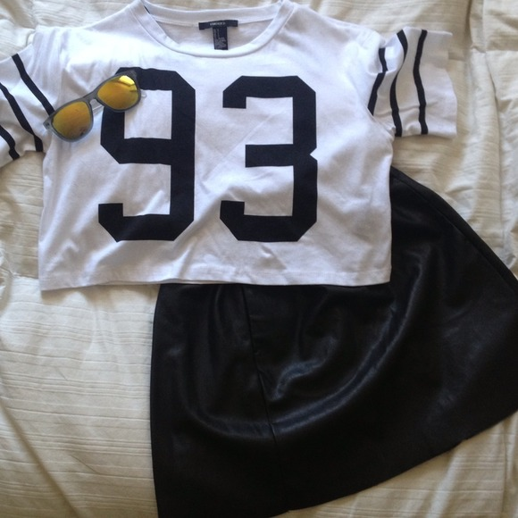 Forever 21 - Forever 21 cropped football tee from