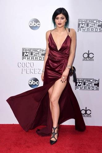 american music awards burgundy dress dress silk kylie jenner dress silk wrap slit kylie kardashian kylie jenner