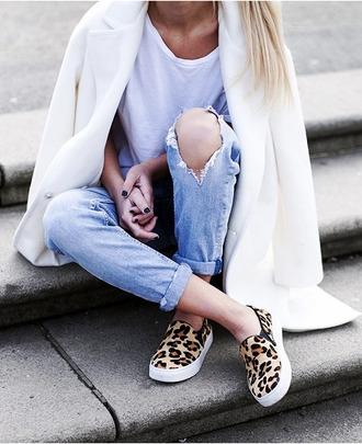 shoes white coat leopard print leopard print shoes leopard print sneakers vans sneakers sneakers jacket t-shirt jeans