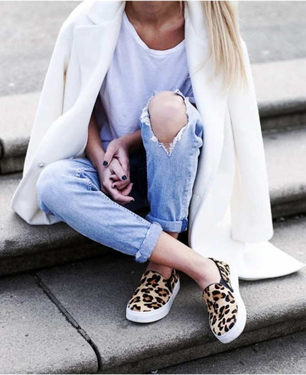 shoes white coat leopard print leopard print shoes leopard print sneakers vans sneakers jacket t-shirt jeans