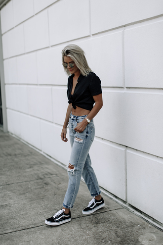 so sage blogger blouse jeans black shirt sneakers vans