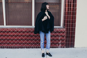 the stylish wanderer,blogger,jeans,cape,black shoes,shoes,top