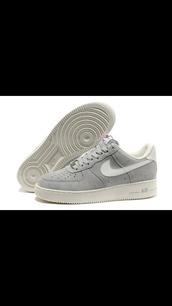 shoes,nike,nike air force 1,gris,grey,street