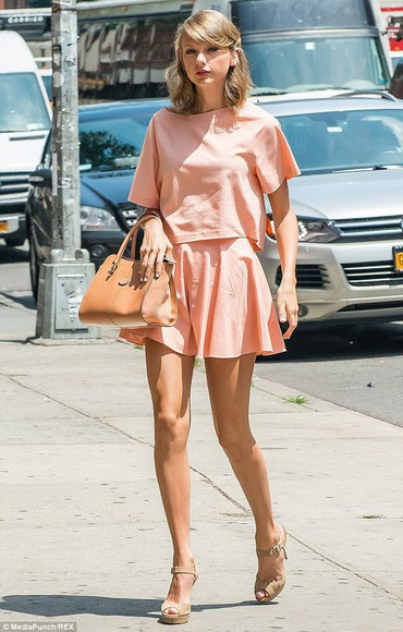 taylor swift shoes top skirt