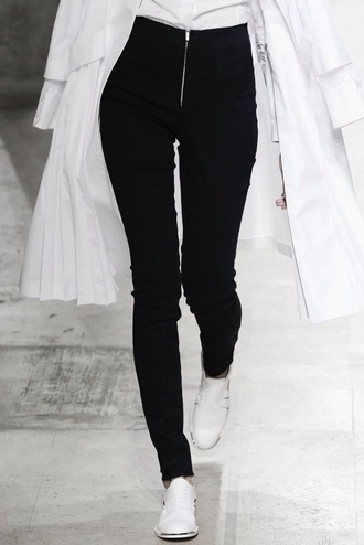 jeans pants skinny pants skinny jeans skinnyjeans high waisted shorts high waisted jeans high waisted black zip zipper jeans shoes zipped pants white duster coat