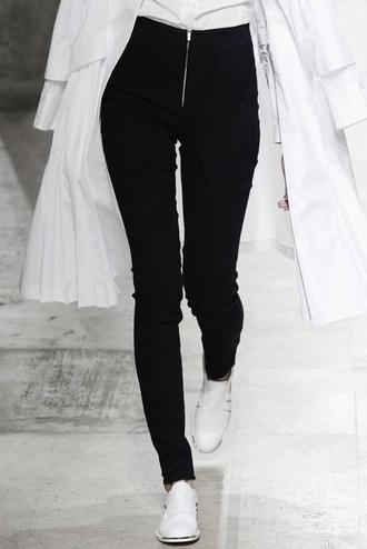 jeans pants skinny pants skinny jeans skinnyjeans high waisted shorts high waisted jeans highwaisted highwaist black zip zipper jeans shoes zipped pants white duster coat