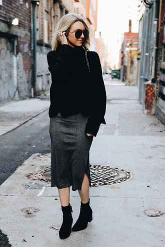 somewherelately blogger black sweater grey skirt ankle boots sock boots slit skirt heather grey