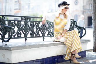 mi aventura con la moda blogger dress jewels hat sunglasses shoes bag striped dress yellow dress mules spring outfits
