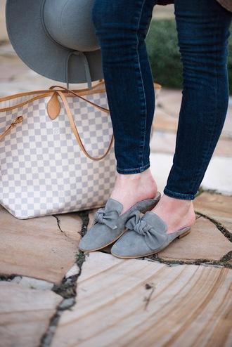 something delightful blogger jeans hat bag loafers louis vuitton bag