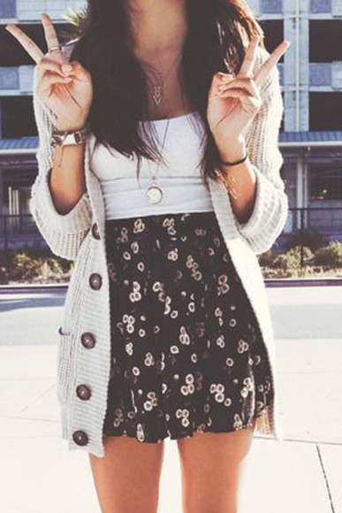 sweater jewels skirt black navy floral summer navy skirt summer outfits flowered skirt cute knitted cardigan small white flowers skater skirt sunflower