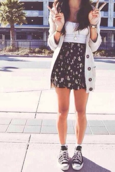 skirt short skirt high waisted skirt patterned skirt pattern summer outfits summer trend cardigan