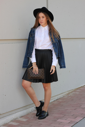 pearl blogger fall outfits jacket pouch say queen pleated skirt louis vuitton denim jacket