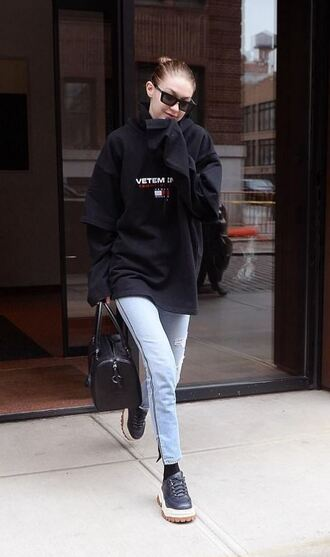 jeans gigi hadid streetstyle casual model off-duty sweater sweatshirt hoodie sunglasses oversized