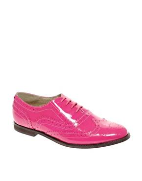 Chaussures richelieu traditionnelles en cuir verni chez asos