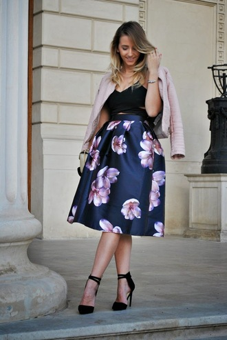 let's talk about fashion ! blogger floral skirt pink jacket midi skirt black heels