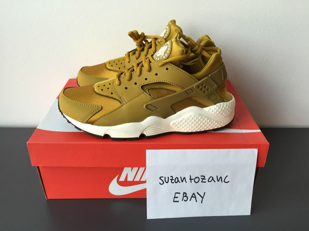 Nike Huaraches Gold