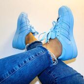 shoes,blue,adidas supercolor,adidas superstars,superstar,half blue,adidas,style,fashion,pastel sneakers,bright sneakers,jeans,light blue jeans,ripped jeans,super skinny jeans,supecolor,light blue,classic