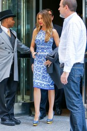 dress,sofia vergara,bodycon,midi dress,blue,pumps