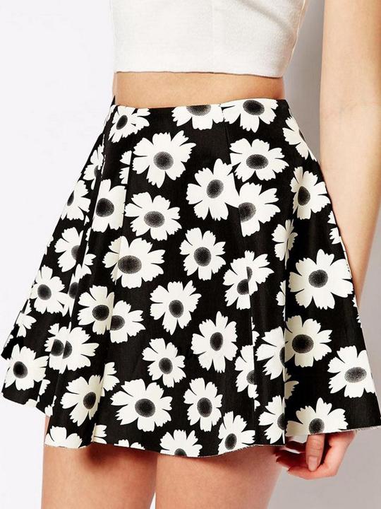 Black sunflower printed pleated skater skirt above knee