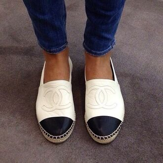 shoes chanel white black chanel shoes fashion exact me favourite best ever shopping @helpme chanell sneaker white