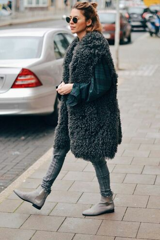 cardigan teddy coat gilet vest tumblr fuzzy coat grey vest shirt jeans grey jeans boots grey boots flat boots winter outfits winter look sunglasses round sunglasses fur vest green shirt skinny jeans blogger