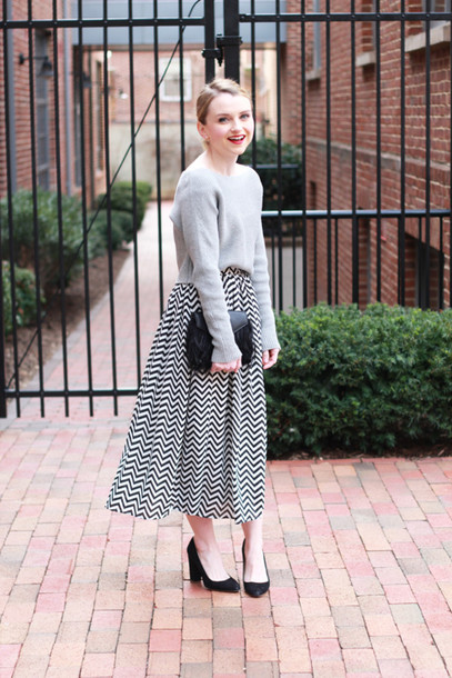 poor little it girl blogger grey sweater chevron midi skirt