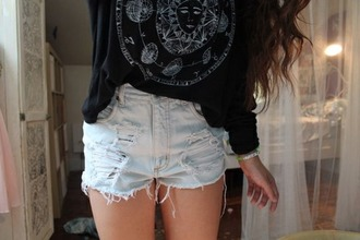 top sweater black top grunge top graphic tee t-shirt shorts