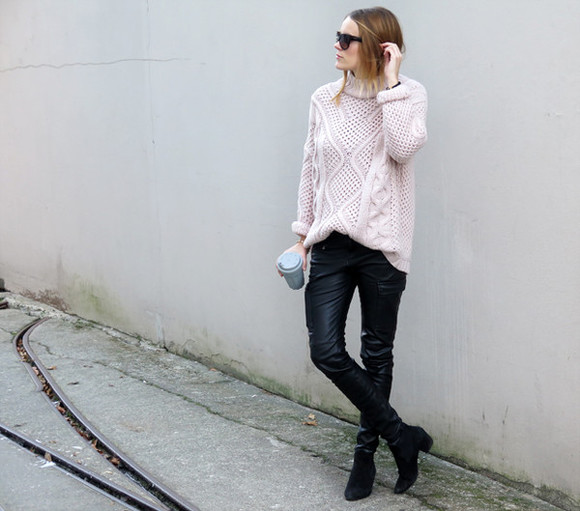 blogger sunglasses sara strand leather pants turtleneck pastel pink knitted sweater