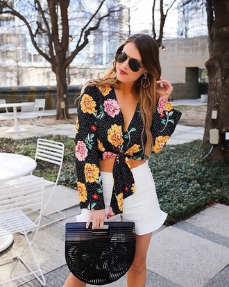 top floral top black top floral white shorts bag black bag sunglasses tie-front top crop tops shorts handbag