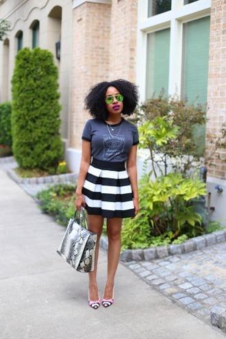 mattieologie blogger t-shirt skirt top shoes sunglasses bag