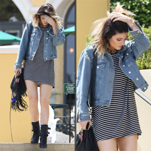stripes kylie jenner black and white dress cute dress short dress stripes t-shirt dress stripes kylie jenner kardashians casual t-shirt dress jacket
