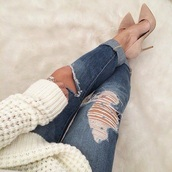 jeans,denim,boyfriend jeans,blue,blue jeans,beautiful,style,sexy,casual,simple chic,sweater,shoes,cardigan,nude pumps,pumps,heels,white sweater,nude heels,ripped jeans,nude