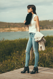 sbstnc,blogger,sleeveless,spring outfits,ripped jeans,black boots