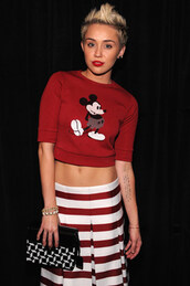 sweater,mickey mouse,disney sweater,disney,cropped sweater,crop tops,red top,skirt,striped skirt,stripes,bag,printed bag,miley cyrus,celebrity style,celebrity