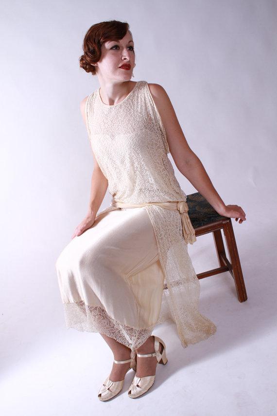 Vintage 20s silk and lace flapper wedding dress par fabgabs sur etsy