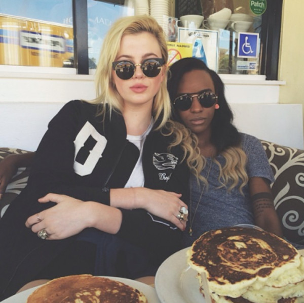 sunglasses sun cats cat eye cat-eye black sunglasses black sunglasses ring jacket pancakes food store black sunglasses