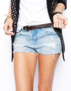 ASOS | ASOS - Short taille basse en jean à délavage clair chez ASOS