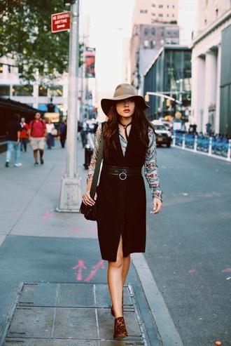 natalie off duty blogger hat 70s style sleeveless coat felt hat