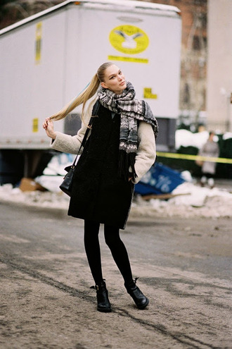 vanessa jackman blogger ponytail winter outfits