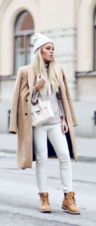coat white and beige outfit white and beige beige coat sweater beige sweater pants white pants boots flat boots beanie tumblr winter outfits winter look bag white bag
