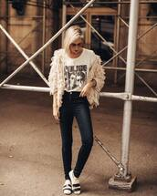 sweater,fluffy,white t-shirt,printed t-shirt,jeans,black jeans,skinny jeans,sneakers,sunglasses