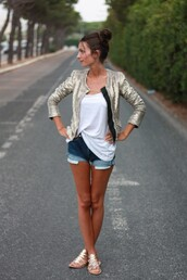 denim shorts,shorts,t-shirt