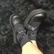 shoes,black shoes,lolita,gothic lolita,goth,cute,heart