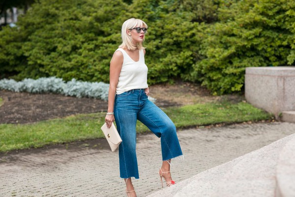 the courtney kerr blogger bag top jeans shoes sunglasses jewels