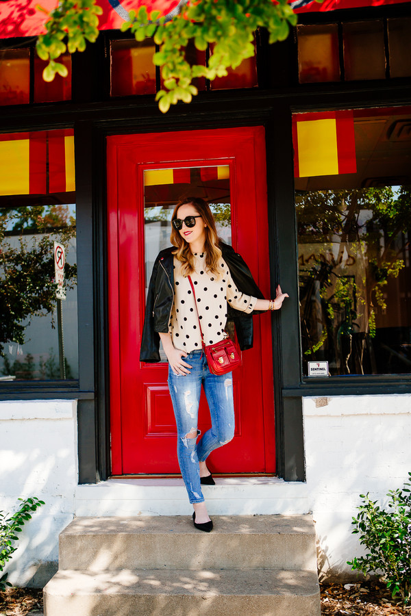 side smile style blogger top jeans jacket jewels sunglasses polka dots