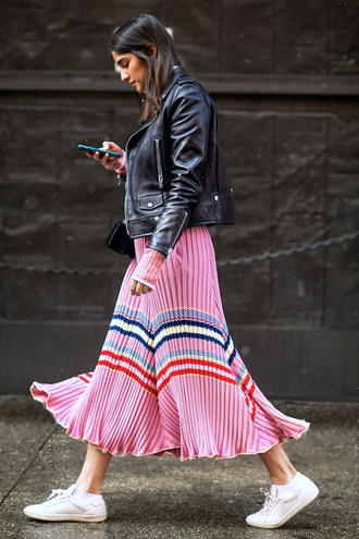 le fashion image blogger midi skirt flare skirt stripes striped skirt pleated skirt pink skirt white sneakers college black leather jacket leather jacket spring outfits ribbed